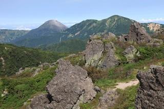 16.08.11妙高山頂より火打、焼.jpg