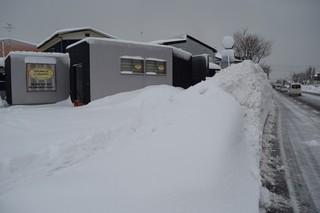 18.01.30幹線道路は雪の壁.JPG